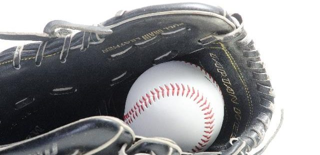 野球グラブと硬球