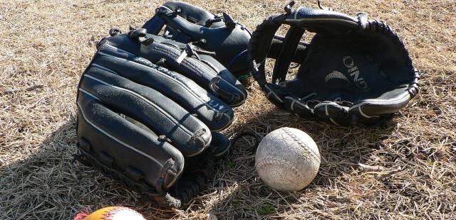 高校野球のグラブ