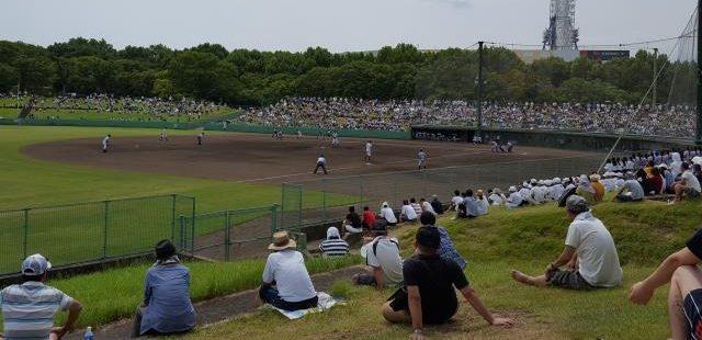 高校野球の観戦風景