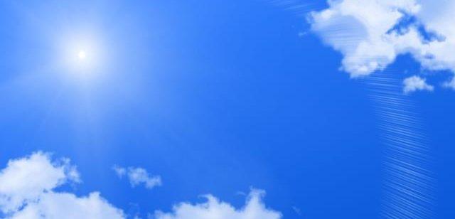 夏の青い空
