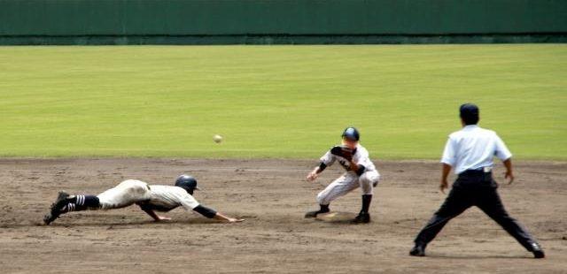 高校野球牽制球