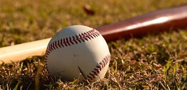 高校野球のバッドとボール
